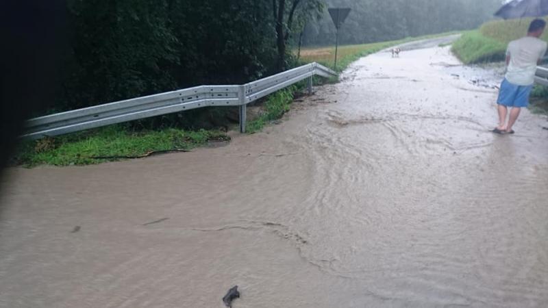 Dramatyczna sytuacja na Limanowszczyźnie. Woda zalała domy i zniszczyła drogi