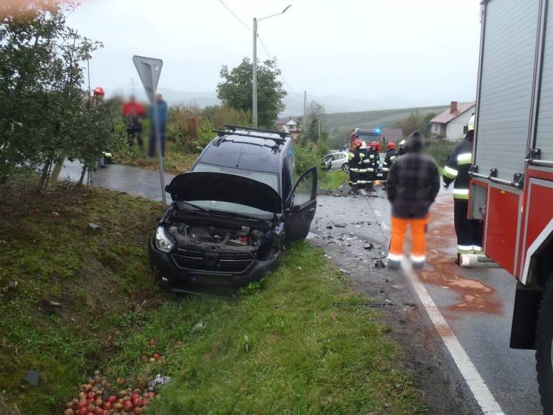 W Łącku zderzyły się samochody. Ranny kierowca trafił do szpitala