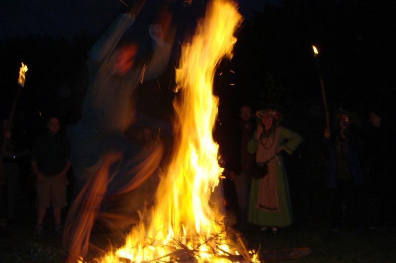 21 czerwca to najdłuższy dzień roku i najkrótsza noc, czyli pierwszy dzień lata. Przed nami więc dwa ludowe święta - Noc Kupały bądź Sobótka a potem, w czwartą sobotę miesiąca, czyli 23 czerwca - Noc Świętojańska w wigilię św. Jana Chrzciciela.