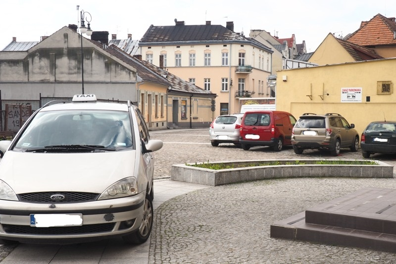 Nowy Sącz: Wyburzmy zniszczoną kamienicę i wybudujmy wielopoziomowy parking