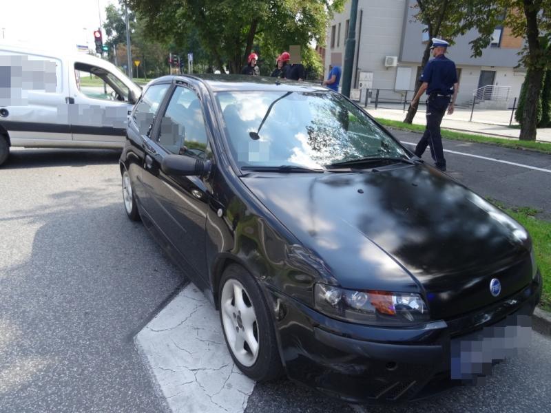 Zderzenie trzech aut na skrzyżowaniu ul. Kilińskiego i Husarskiej