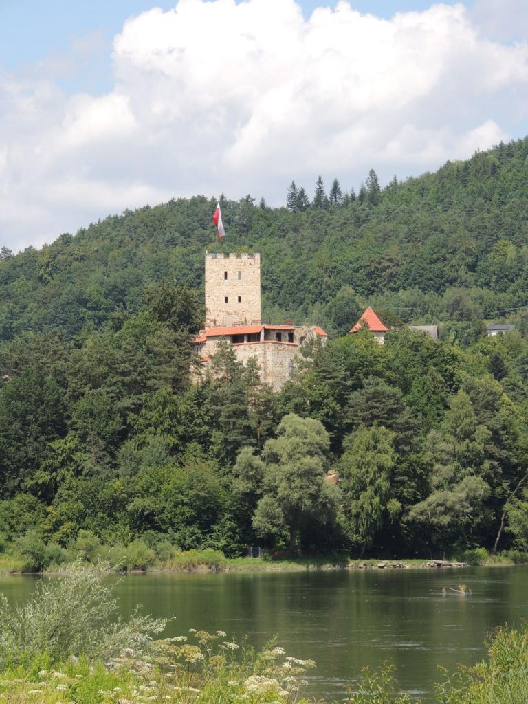 Tropsztyn – zrekonstruowany zamek Gierałtów i Chebdów w Wytrzyszczce