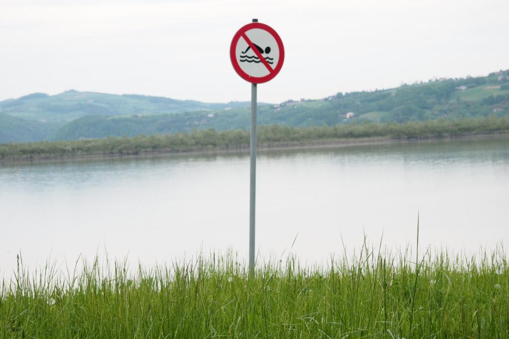 Zakaz kąpieli w Jeziorze Rożnowskim na szczęście nie obowiązuje w Gródku nad Dunajcem
