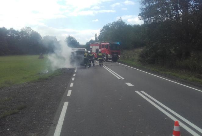 Pożar samochodu. Fot. OSP Lipinki