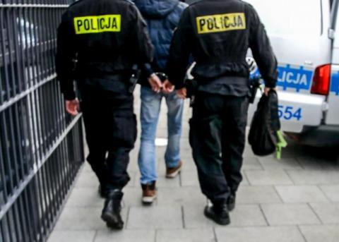 Ukradł rowery, kopnął policjanta i próbował uciec. Miał 1,5 promila alkoholu
