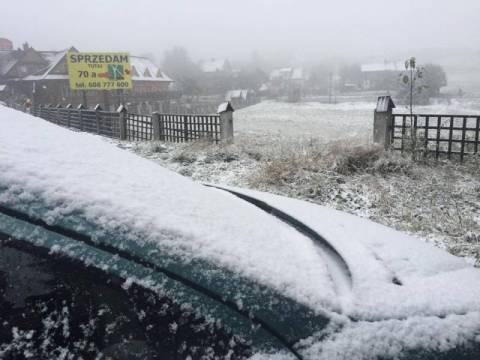 Pierwszy śnieg na Sądecczyźnie! Zaskoczył niemile i nadal pada