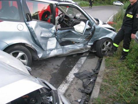 Śmiertelny wypadek w Rożnowie. Zderzyły się trzy samochody