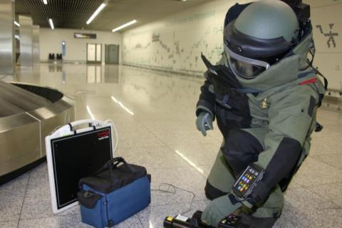 Bomba na krakowskim lotnisku? W walizce miał amunicję