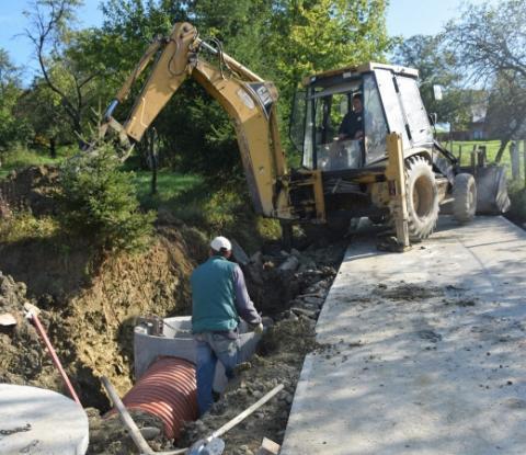 """Droga """"Na Sapieniec"""" w Barcicach będzie remontowana. Gmina otrzymała promesę w wysokości 100 tys. złotych"""