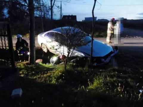 Mystków: Volkswagen wypadł z drogi