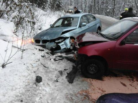 W Łęce zderzyły się dwie osobówki, którymi podróżowali sami kierowcy.