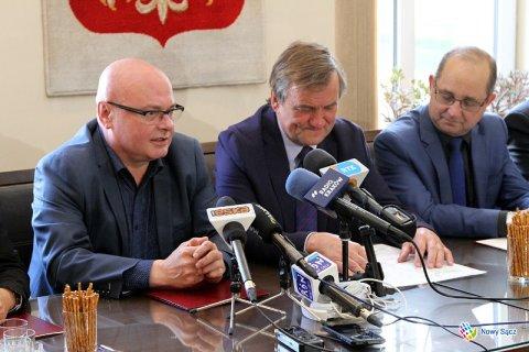 Nowak chce pomóc Stawiarskiemu, a ten chce leczyć rozdwojenie jaźni u premier Szydło. A to wszystko przez Obwodnicę, którą chcieli wybudować już naziści