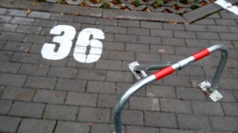 Miesięczny abonament albo blokada: Grodzka kasuje za miejsca parkingowe na Millenium!