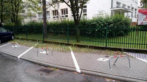 Szykuje się międzyosiedlowa wojna parkingowa? Czy blokady na Millenium są zgodne z prawem?