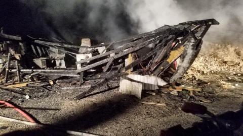 Męcina: trzy budynki spłonęły od uderzenia pioruna. Straty sięgają 320 tys. złotych