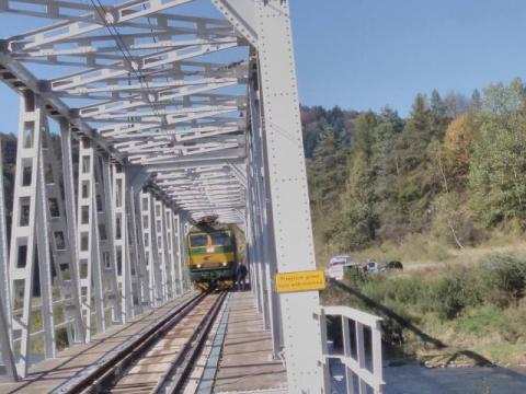 Dramat w Muszynie: mężczyzna remontował most kolejowy i spadł