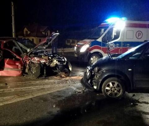 Czołowe zderzenie w Łącku. Pięć osób trafiło do szpitala [AKTUALIZACJA]