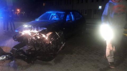 Stłuczka w Krynicy-Zdroju. Kierowca zjechał z drogi i uderzył w ogrodzenie
