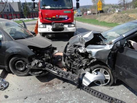 Fatum na drodze.Czołowe zderzenie, ranne dzieci, samochód w rowie.To nie koniec