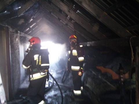 W Ptaszkowej wybuchł pożar. Rodzina musiała uciekać z płonącego domu