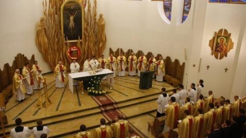 W seminariach i zakonach przybywa kandydatów do kapłaństwa