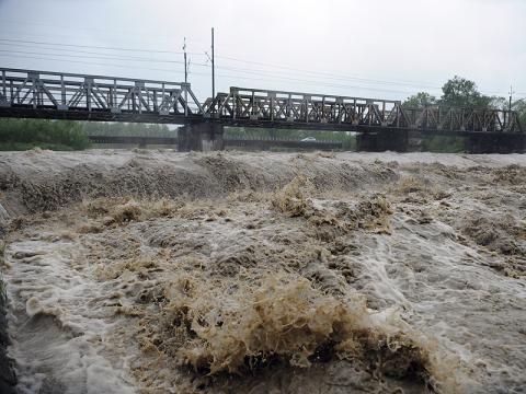 Idzie nowa fala deszczu. Znowu podniesie się poziom rzek. Może być groźnie