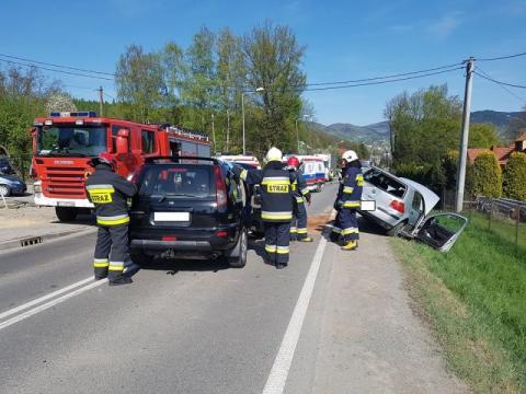 Limanowa: Samochody roztrzaskane, a dwie zostały zabrane do szpitala