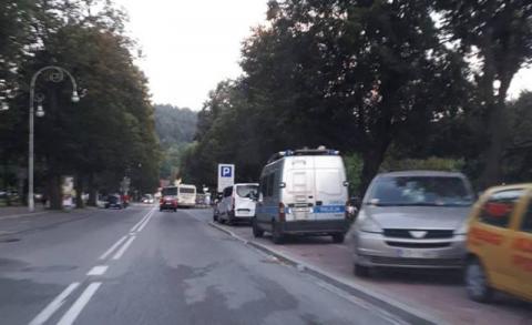 Dramatyczny wypadek w Krynicy. Dostawczak potrącił starszą kobietę