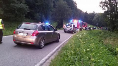 Wypadek w Jodłowniku. W samochodzie była zakleszczona nieprzytomna kobieta