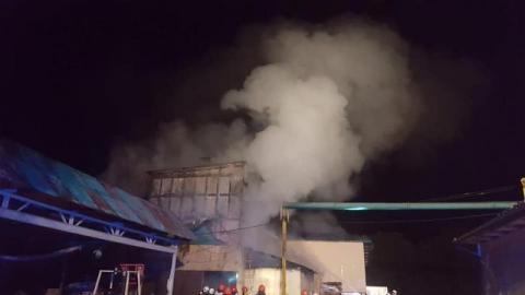 Paliła się stolarnia. Strażacy przez cztery godziny walczyli z ogniem
