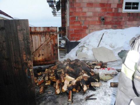 Pożar w Mochnaczce. Palił się drewniany garaż