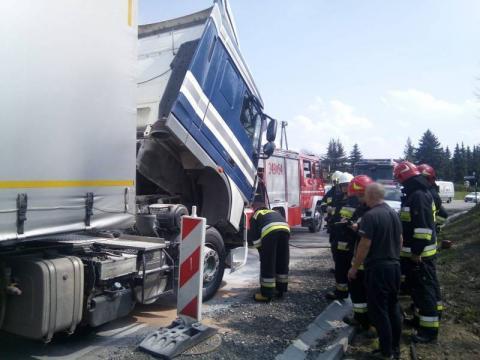 Pożar na drodze krajowej w Tęgoborzy. Palił się samochód ciężarowy