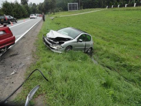 Kraksa na DK-75. Samochody roztrzaskane i trzy osoby zabrane do szpitala