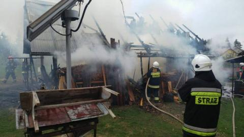 Przez dwie godziny strażacy walczyli z ogniem. Paliła się szopa