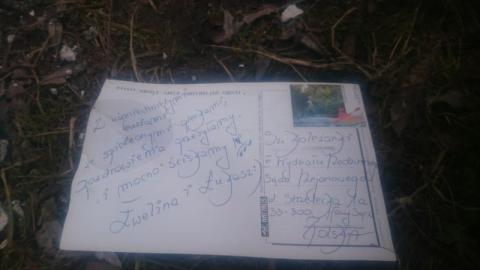Aktualizacja - Nowy Sącz: W śmieciach nad Kamienicą znalazły się pozdrowienia dla… Sądu Rejonowego