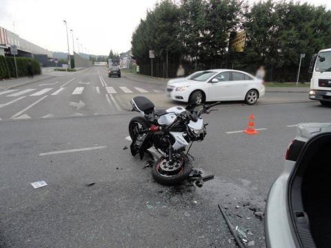 Motocyklista wjechał w rodzinę z trójką dzieci