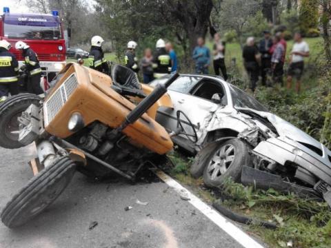 Dramatyczny wypadek w Lipnicy Wielkiej. Samochód zderzył się z traktorem
