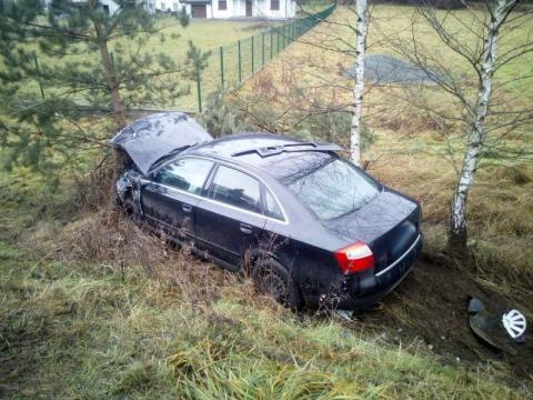 Karambol w Maszkowicach. Jeden z kierowców zakleszczony w samochodzie