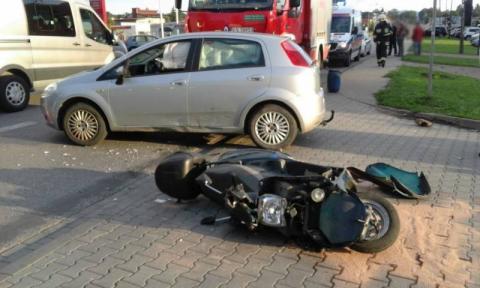 Nowy Sącz:Motocyklista przegrał starcie z osobówką. Kierowca trafił do szpitala