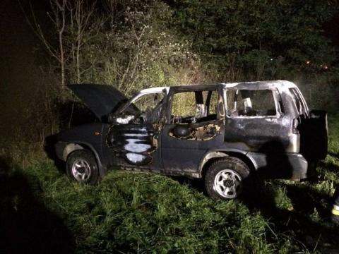 Pożar samochodu w Białej Niżnej. Auto spłonęło doszczętnie