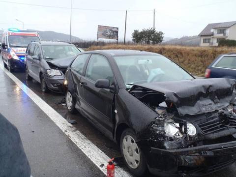 Karambol w Łącku: zderzyły się aż trzy samochody. Dwie osoby ranne