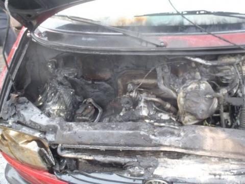 Auta zapalają się same? Kolejny silnik zgaszony wężem ogrodowym…