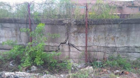 Nowy Sącz: Lecą mury lecą, a urzędy tylko listy piszą! Oto Polska właśnie…
