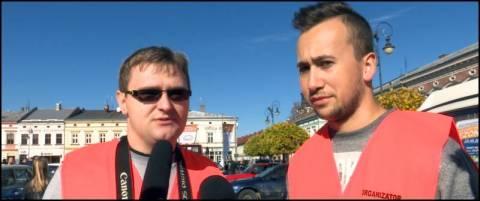 W niedzielę na płycie Rynku odbył się Zlot Pojazdów Zabytkowych i Unikatowych  [VIDEO]