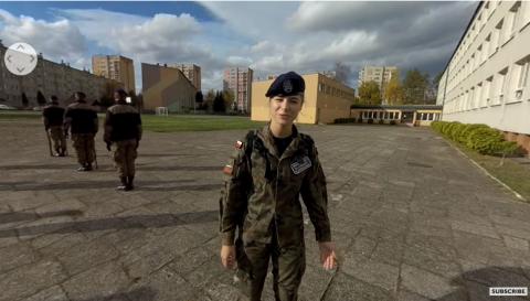 Telewizja BBC nakręciła reportaż o sądeckiej klasie wojskowej... z Pis-em w tle