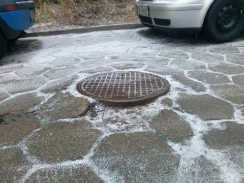 Ballada o studzienkach, śnieg pada a asfalt topnieje…