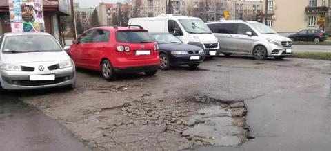 """Nowy Sącz: """"Księżycowy"""" parking! To miasto na taki stać? [WIDEO]"""