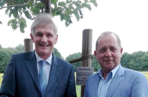 Dlaczego starosta Pławiak pojechał do Niemiec sadzić drzewo?