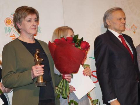 Lucyna Bednarska odebrała nagrodę dla śp. J.Leśniaka
