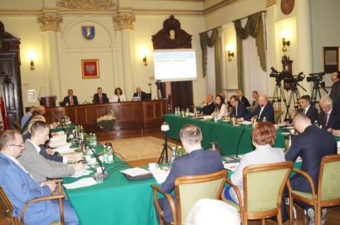 Budżet miasta Nowego Sącza na 2019 rok uchwalony, fot. iga Michalec